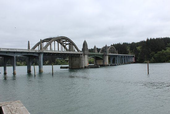 River House Inn: View of the bridge leading into town and the Siuslaw River