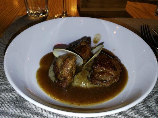 Gatblau Restaurant: Galtas de porc amb cremos de naps negres