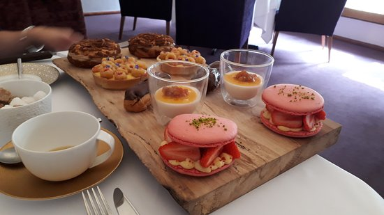 Park House Restaurant: Selection of cakes
