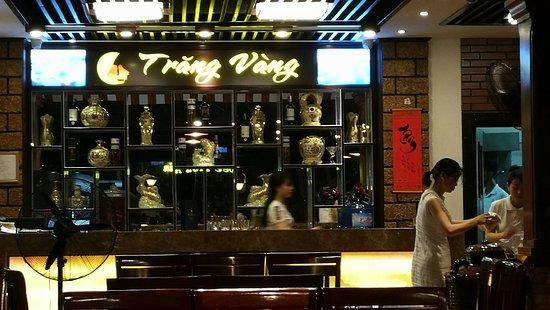 Kết quả hình ảnh cho Nhà hàng Trăng Vàng hạ long