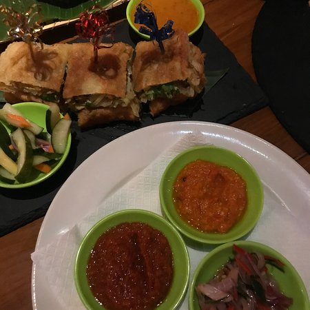 Warung Damar: A couple of the yummo vego options 👌🏽