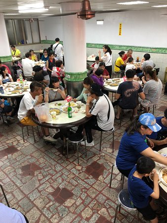 Jinshan Jinbaoli Old Street: Seating arrangement in the shops