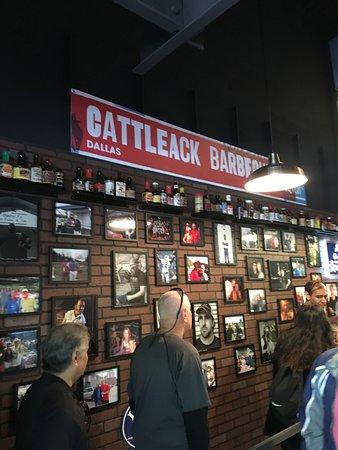 Cattleack Barbeque: 餐廳裡排隊的路線