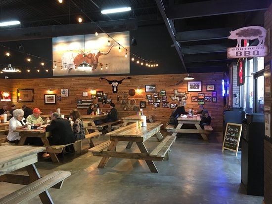 Cattleack Barbeque: 像是野餐一樣的用餐處