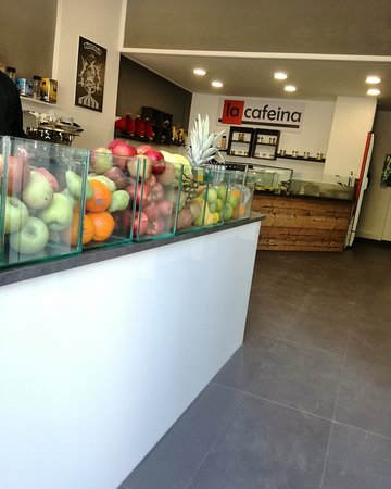 Orestiada, اليونان: Fresh fruits and coffee