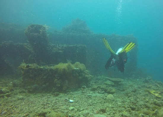 Submariner Diving Center: Wreck diving