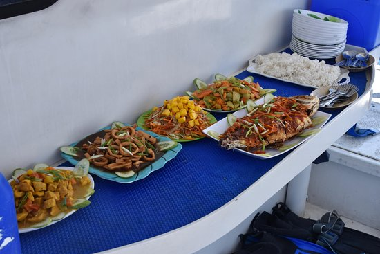Submariner Diving Center: Amazing food!