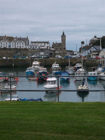 Ruan Minor, UK: Porthlevin fishing village.