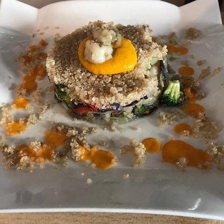 El Trastero: Timbal d Quinoa con tempura d verduras y langostinos.Tosta de pan de pueblo con salmorejo y jamó