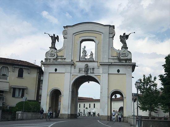 Arco di Porta Nuova