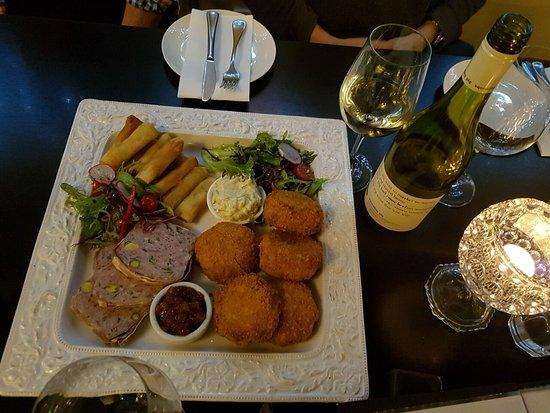 Sassafras, Australia: Entree Platter with Squealing Pig Sauvignon Blanc @ Dine Divine, 27 May 2018