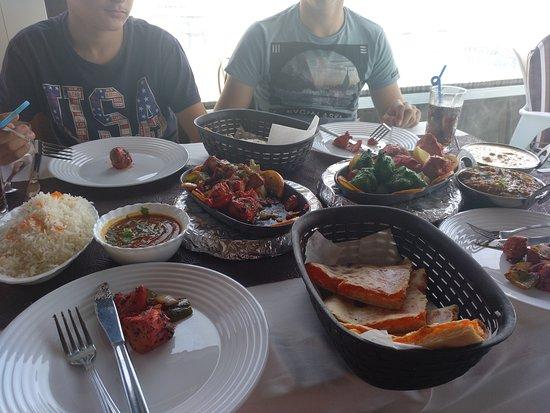 Taste of India: Muy bien!. Nos dejamos aconsejar por el camarero y acerto. Trato amable y educado, la comida fan