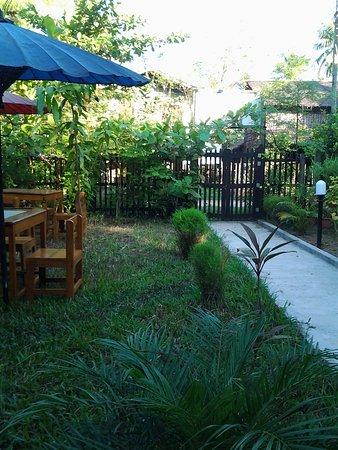 Chaungtha, Myanmar: Green garden where to eat under the shadow
