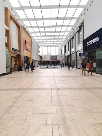 Halifax Shopping Centre: South end of the mall on a weekday morning