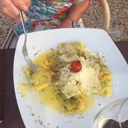 la tasca restaurant: Delicious food - pasta, pork fillet, lamb & kebabs