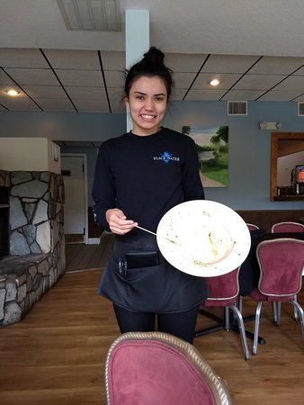 Yankeetown, FL: Beef Patty, Pulled Pork, Michelle holding our Shrimp-Bacon w/Grits cleaned plate!!!
