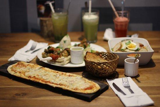 Mediterranea Restaurant: dinner with friends