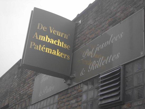 Alveringem, Belgia: Hier worden de overheerlijke Paté's en Potjesvlees bereid , vlak naast de winkel en restaurant.