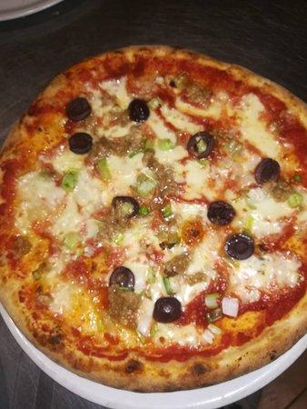 Mondo Pizza: mare  blu con le olive nere.