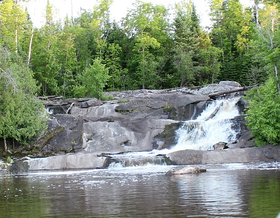 Sunset Resort and Campground: Ash River Falls