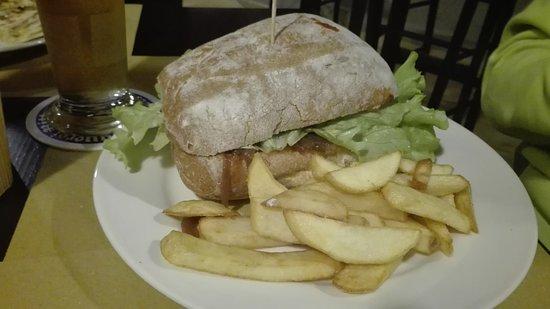 Monchiero, Italy: hamburger