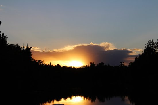 Sunset Resort and Campground: Sunset on Ash River