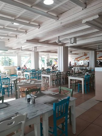 Star Beach: Smaller restaurant need to book evening meal here