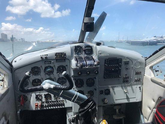 Seaplane Tour of Miami: Cabine