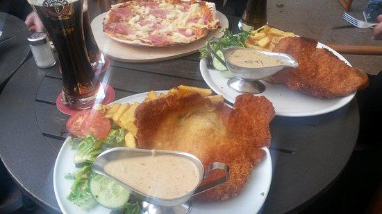 Mango's Kiel: friturestegt wienersnitzel og champignonsovs