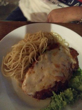 MaRdioca: Filé a parmegiana com espaguetti ao molho sugo