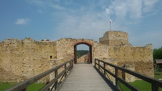 Zamek w Inowłodzu: Wejście na zamek
