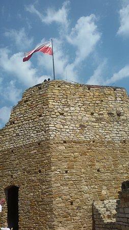 Zamek w Inowłodzu: Grube mury wieży zamkowej