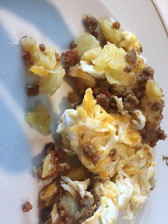 Carta Marmitia Parador de Oropesa: Huevos Rotos jabalí. (Media compartida)