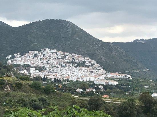Ojén, España: zicht op het dorpje