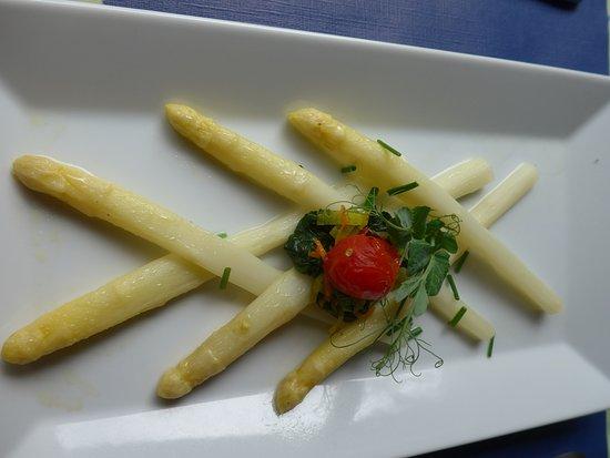 Restaurant Bahnhof Rosshäusern: Vorspeise, Spargeln mit 2 Saucen