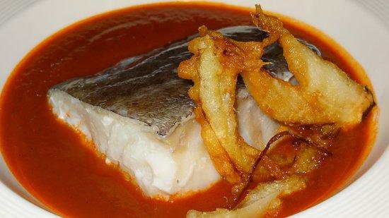 Restaurante Vinas: El bacalao confitado sobre jugo de chilindrón y tempura de cebolleta fué un plato que repetimos.