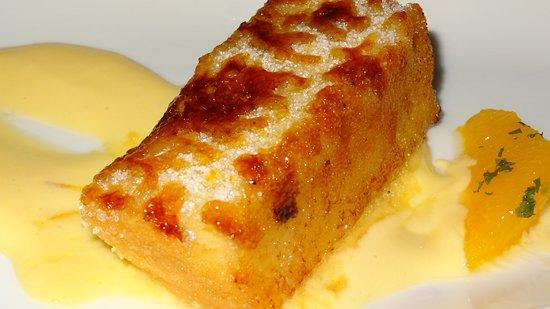 Restaurante Vinas: La torrija caramelizada con pasteles de mandarina es una creación sorprendente.