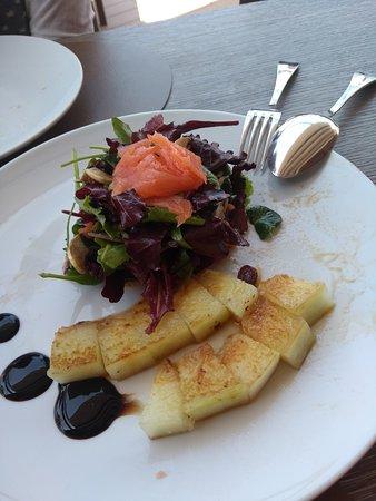 Cala Comte, Spania: Ensalada ses roques, con melón a la plancha.