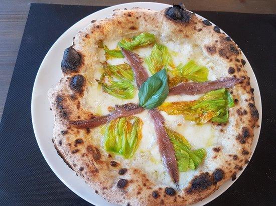 Trinita, Italy: 4 Spicchi Pizzeria