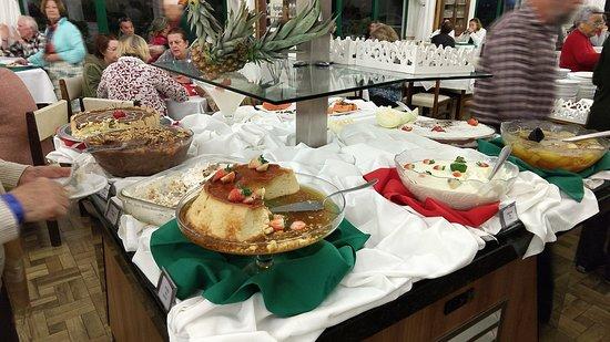 Gravatal, SC: buffet de almoço