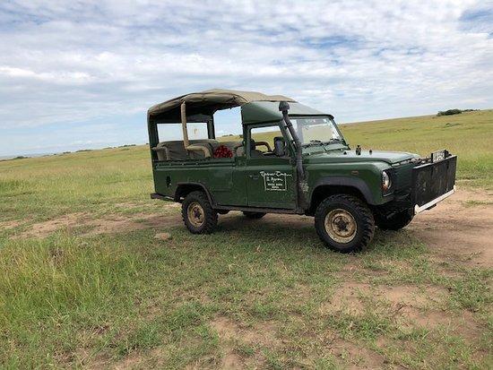 Governor's Camp: Safari jeep