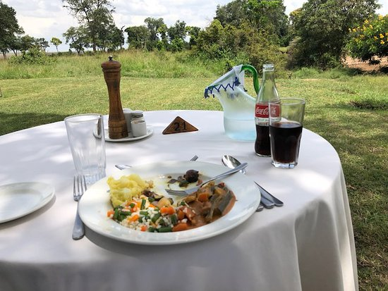 Governor's Camp: Lunch overlooking the savannah