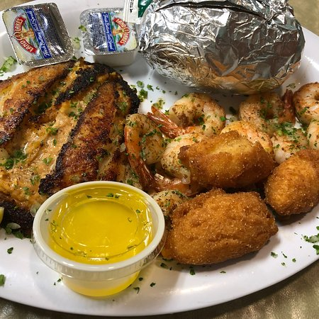 Crawfordville, FL: Grouper stuffed with crab meat..