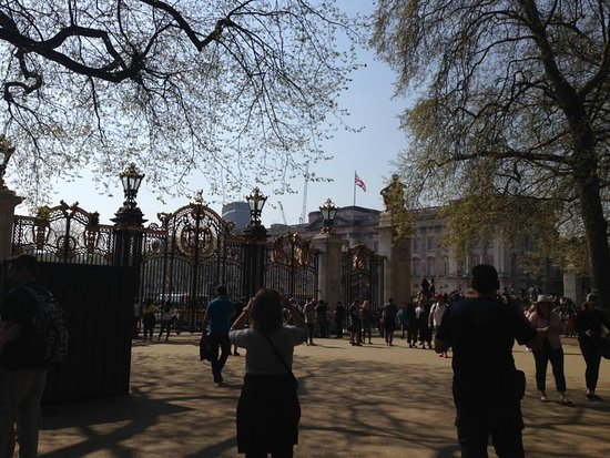 SANDEMANs NEW Europe - London: backing palace