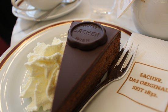 """Cafe Sacher Wien: Это Он)) """"Захер"""" торт"""