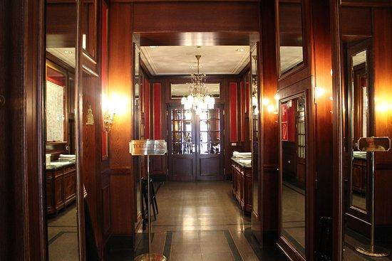 Cafe Sacher Wien: коридор