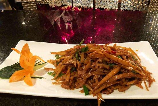 Restaurant Furusato: Bambú braseado con bacon  湘西腌笋炒培根