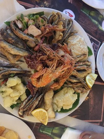 Maiandros: mix seafood plate