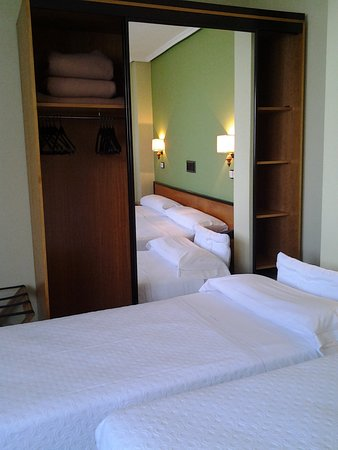 Hotel Pasaje: Double room with a supplementary bed