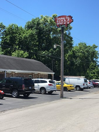 Best BarBQ in Bowling Green Ky - Picture of Smokey Pig Bar-B-Q